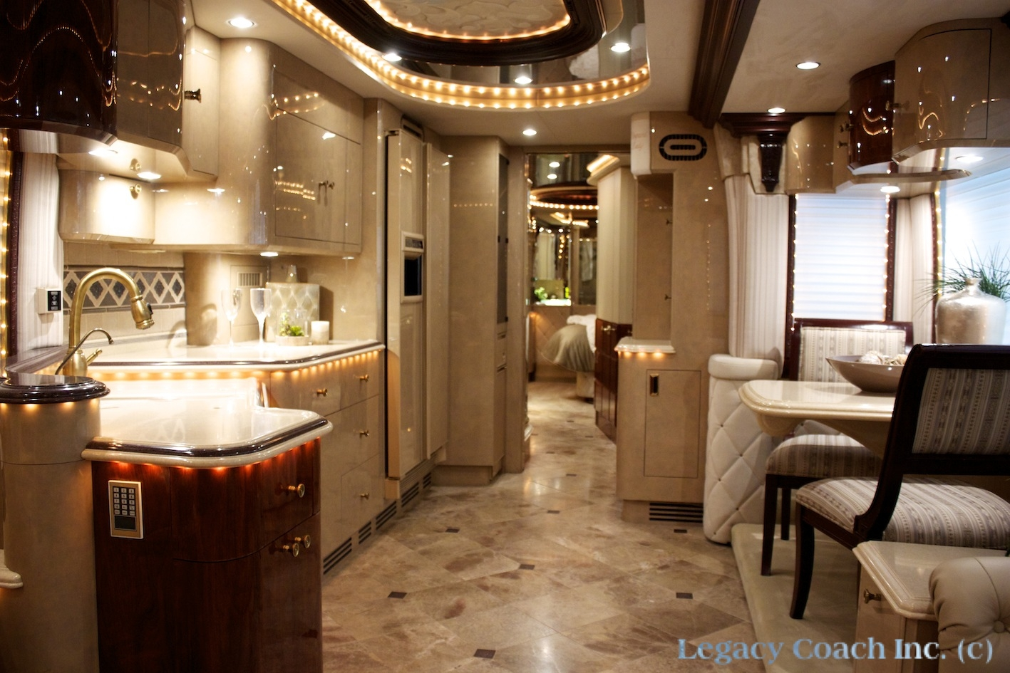 Prevost Liberty Elegant Lady 01 Legacy Coach Rockwall